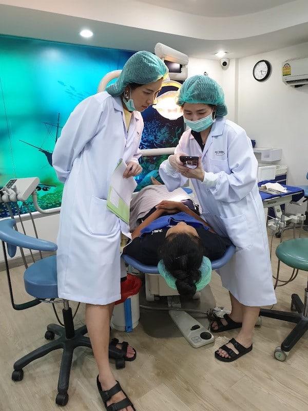 คอร์สอนจัดฟัน MSI5 กำลังทำแลบ เรียนรู้เรื่องการถ่ายรูปคนไข้ใน clinic MSI5